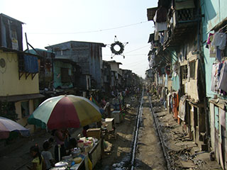 Slums on Philippines National Railway